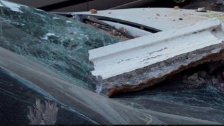 Мъж изхвърли вещи от балкона си в Павликени и повреди автомобили