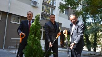 Кандидат-кметът от ГЕРБ Атанас Камбитов присъства на откриване на нова детска площадка в Благоевград