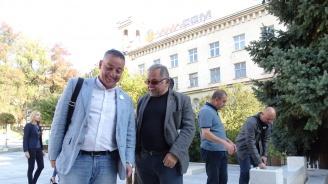 Нови пейки и саксии вече допълват пространството при паметника на Христо Ботев в центъра на ВеликоТърново