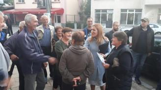 Николина Ангелкова към жители на с. Радуил: Инфраструктурните проекти в малките населени места са сред основните ни приоритети