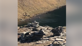 """Полицията още издирва мъжете, къпали се в езерото """"Сълзата"""" в Рила"""