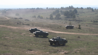 Военните формирования на Сухопътните войски показаха отлично взаимодействие по време на учение с бойни стрелби