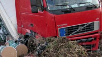 ТИР катастрофира на пътя Бяла – Попово
