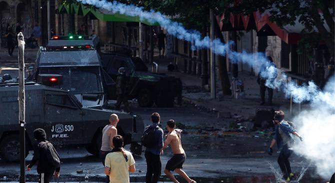 Протестите и насилието в Чили продължиха и днес, въпреки че