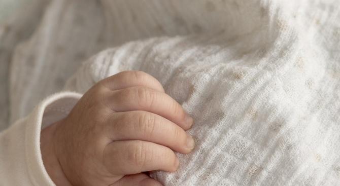 Продължава издирването на родителите на изоставеното в Петрич бебе. Момиченцето