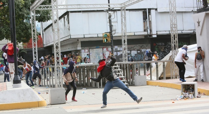 Няма данни за пострадали български граждани при протестите в Чили,