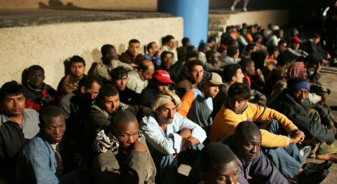 Разбунтували се мигранти подпалиха коли и раниха двама полицаи в Малта