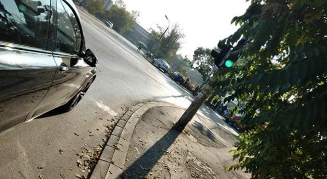 Лек автомобил помете колоездач в София. Търсят свидетели на катастрофата.