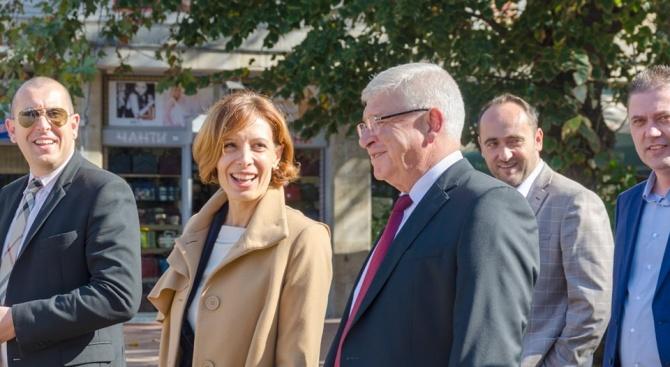 Министър Ананиев подкрепи програмата на кандидата за кмет на Добрич Надежда Петкова