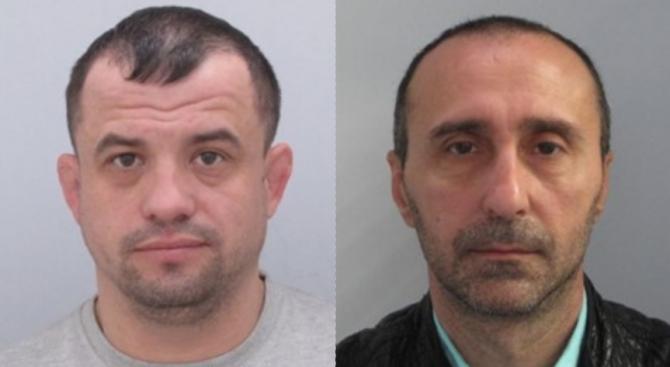 Във връзка с водено досъдебно производство, полицията издирва двама български