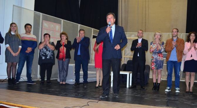 Препълнена зала на читалището в Съединение посрещна кандидата за кмет