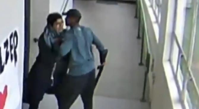 17-годишният ученик Анхел Гранадос-Диас влиза в училище в Портланд, където