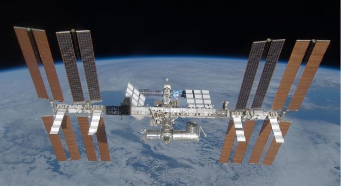 Руските астронавти на МКС ще изтеглят кабел от американския сегмент на орбиталната станция