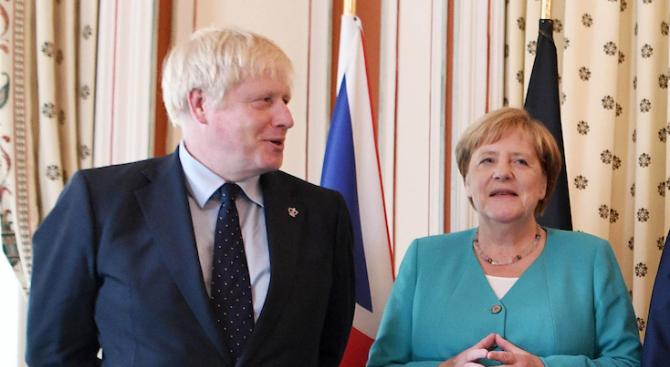 Британският премиер Борис Джонсън каза на германската канцлерка Ангела Меркел,