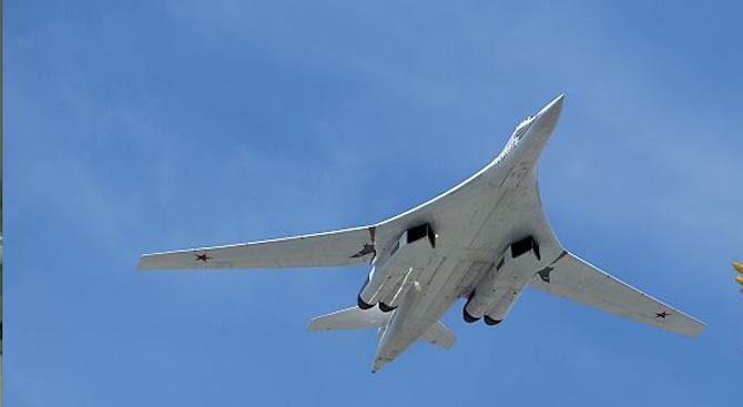 Два руски стратегически бомбардировача Ту-160 пристигнаха за първи път в
