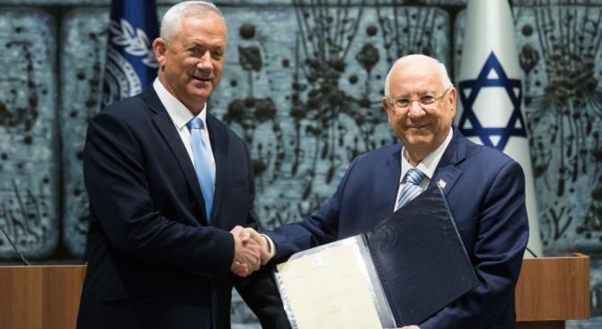 Израелският президент Реувен Ривлин връчи на бившия началник на генералния