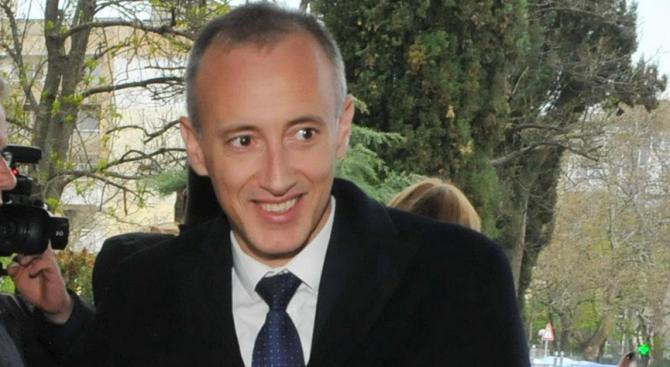 Министърът на образованието и науката Красимир Вълчев се очаква да