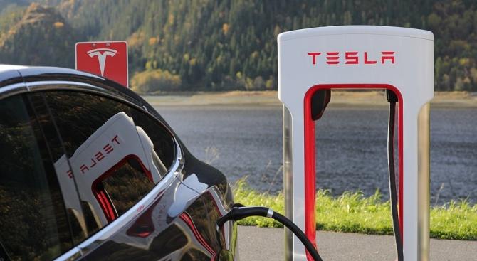 Компанията Тесла (Tesla) изненада инвеститорите с печелившо трето тримесечие, благодарение