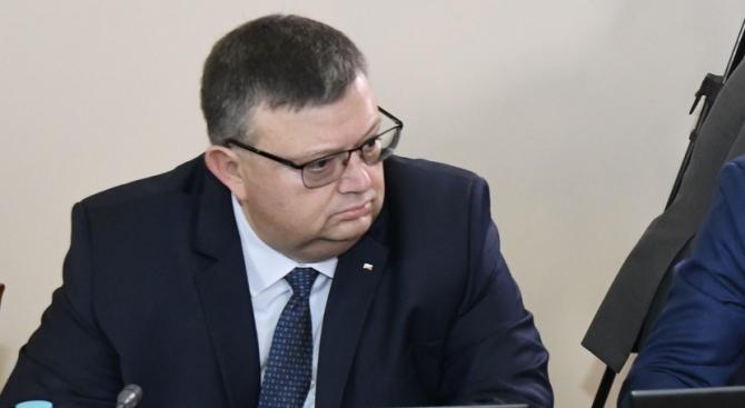 Цацаров с коментар за протестите в подкрепа и срещу Гешев