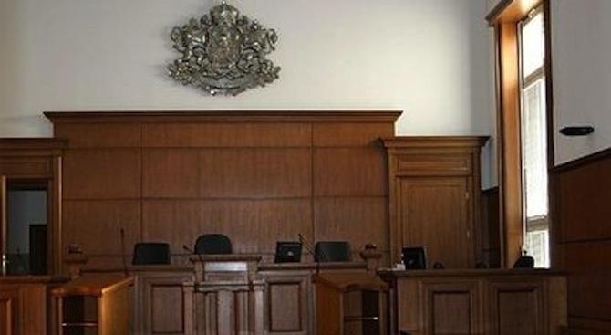 Съдят непълнолетен за шофиране без книжка на автомобил с чужди регистрационни табели