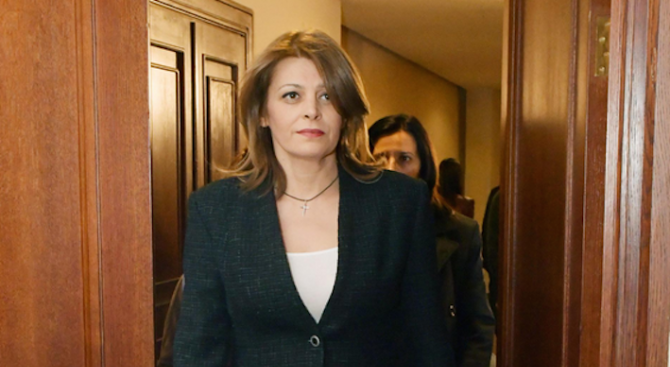Изборният ден приключи, а съпругата на държавния глава Румен Радев