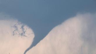 Торнадо удари Северен Далас. Хиляди хора без ток