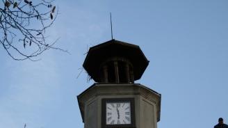 Кандидатът на ГЕРБ за кмет на община Куклен Мария Белчева и кандидатите за общински съветници  дариха градски часовник на читалището