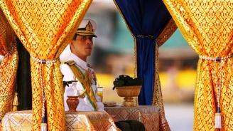 Кралят на Тайланд наказа за нелоялност втората си съпруга, като й отне всички титли