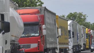 """7 км опашка от тирове на ГКПП """"Гюргево-Русе"""" на излизане от Румъния"""