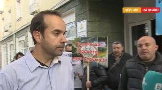 Рибари от Перник протестират срещу замърсяването на яз. Пчелина и р. Струма