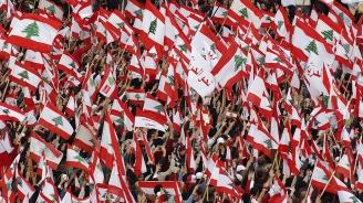Ливански войници се мъчат да отворят блокирани от протестиращите пътища