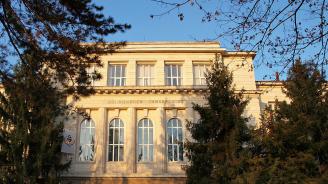 В Плевен завършиха висшето си образование 130 медицински специалисти