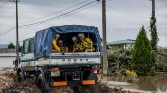 Японските власти препоръчаха на над 100 000 души да се евакуират заради очаквани проливни дъждове