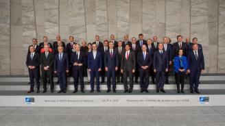 На срещата в Брюксел министрите на отбраната на страните-членки на НАТО обсъдиха актуални въпроси на сигурността и отбраната