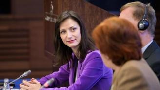 Мария Габриел: След година 90% от работните места ще изискват цифрови умения
