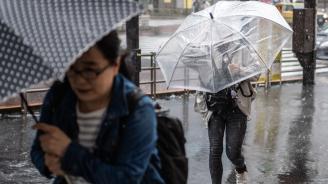 Четири са вече жертвите от новите порои в Япония