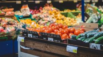 Плодове, зеленчуци и други храни леко поевтиняват