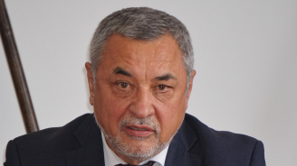 Валери Симеонов гласува в Бургас