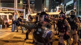 Полицията в Хонконг отново разгони протестен митинг със сълзотворен газ
