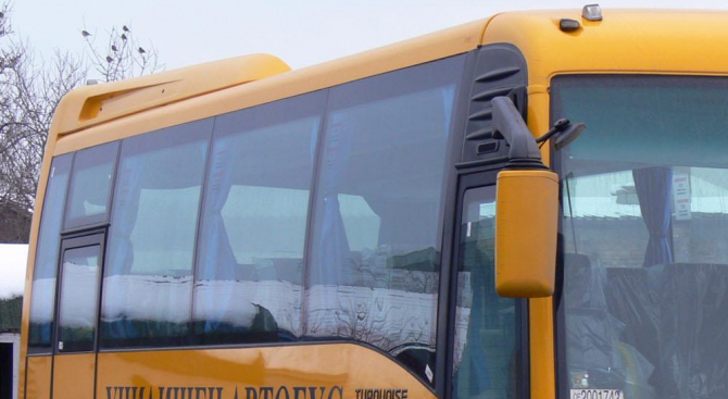 Автобус с деца се запали на Предела