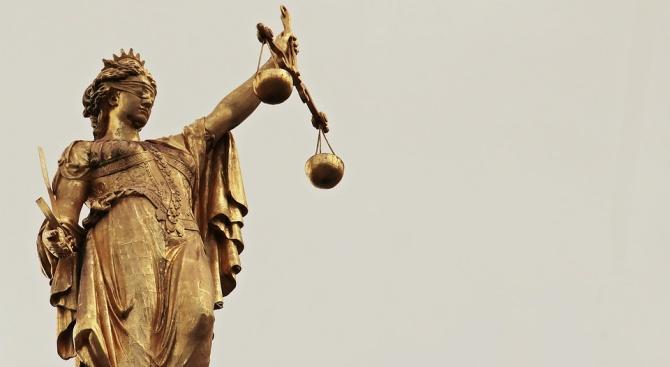 Румънски шофьор на съд за опит да подкупи полицаи
