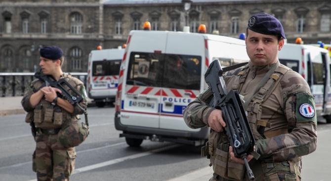 """Заподозреният за нападението срещу джамия във Франция искал да отмъсти за пожара в """"Нотр Дам"""""""
