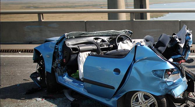 Мъртво пиян заби колата си в мост край Бургас
