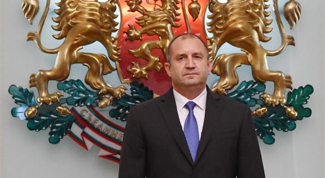 Президентът Румен Радев участва в официалната церемония по издигане на