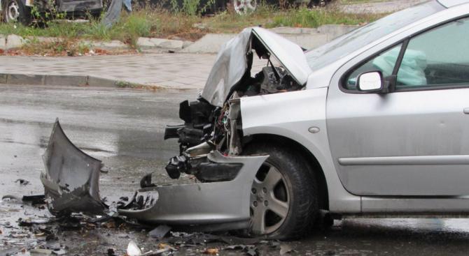 Шофьор без книжка катастрофира и се укри в тежко състояние