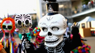 Мексико отбелязва с парад Деня на мъртвите