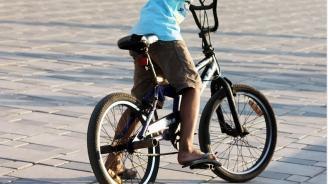 Кола помете дете с колело в Габрово