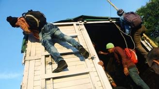 Откриха 12 мигранти в хладилен камион в Белгия