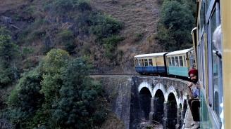 13 загинали в пожар във влак в Пакистан