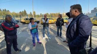 Таксиметровите шофьори в Плевен разказаха за проблемите си пред кандидата за кмет Мирослав Петров